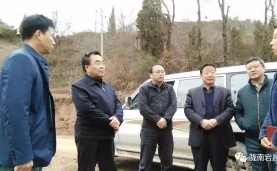 李平生在竹院韩院调研时强调 要强化措施 整合力量 加快贫困村基础设施建设