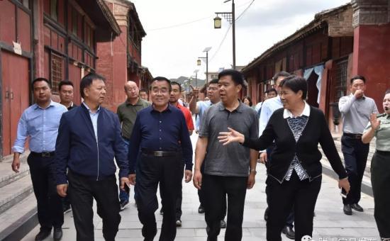 黄选平带领广东省甘肃商会企业扶贫考察团来宕昌考察调研